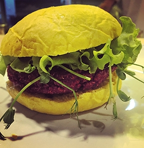Photography recipe Quinoa & Beet Burger