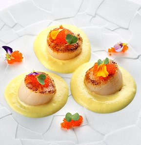 Photography recipe Scallops with curry, saffron and coconut