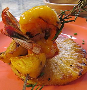 Photography recipe Shrimp on a skewer with mango and Cascabel chilli sauces