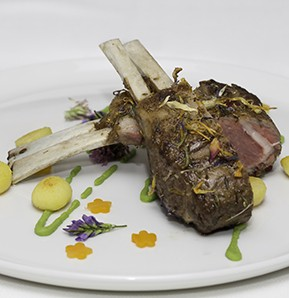 Photography recipe Lamb loin in hay cooked